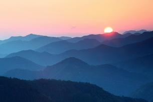 熊野の山並みの写真素材 [FYI01704709]