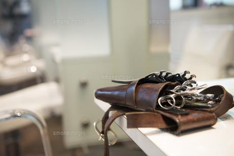 美容師のハサミの入ったバッグの写真素材 [FYI01705885]