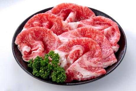牛肉ロースうすぎり皿盛りの写真素材 [FYI01707761]