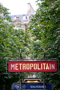 パリのメトロの看板の写真素材 [FYI01708148]