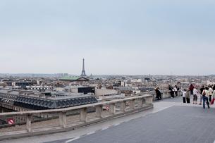 パリ景色の中のエッフェル塔の写真素材 [FYI01708230]