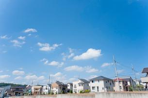 青空と新興住宅地の写真素材 [FYI01708500]