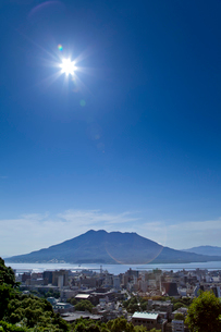 太陽と桜島の写真素材 [FYI01708549]