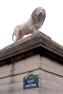 パリの広場のライオン像の写真素材 [FYI01708605]