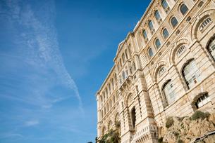 モナコの青空と海洋博物館の写真素材 [FYI01708816]