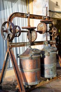 香水工場の古い器具の写真素材 [FYI01708866]
