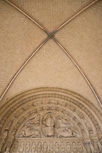 ブールジュ大聖堂のレリーフ模様の写真素材 [FYI01708875]