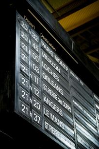 フランスの駅の発着インフォメーションボードの写真素材 [FYI01708930]