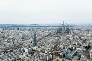 モンパルナスタワーから見るパリの街並とエッフェル塔の写真素材 [FYI01708956]