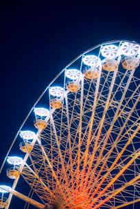 ライトアップされたベルクール広場の観覧車の写真素材 [FYI01709058]