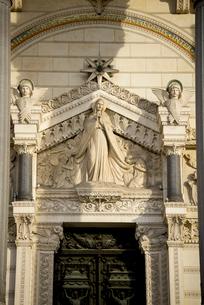 ノートルダム・ド・フルヴィエール・バジリカ聖堂のレリーフの写真素材 [FYI01709068]