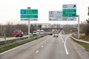 南フランスの高速道路の写真素材 [FYI01709127]