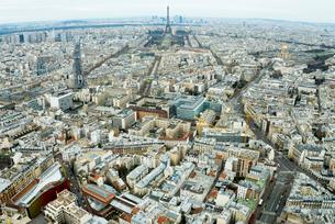 モンパルナスタワーから見るパリの街並とエッフェル塔の写真素材 [FYI01709198]