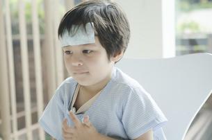 熱のある子供の写真素材 [FYI01709208]
