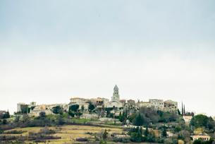 教会のある集落の写真素材 [FYI01709244]