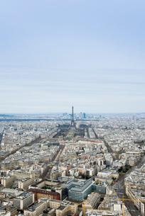 モンパルナスタワーから見るパリの街並とエッフェル塔の写真素材 [FYI01709327]
