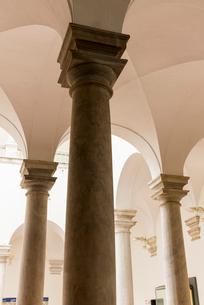 ドゥカーレ宮殿のアーチ状天井と柱の写真素材 [FYI01709329]