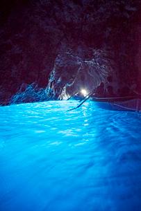 カプリ島青の洞窟内部の写真素材 [FYI01709378]