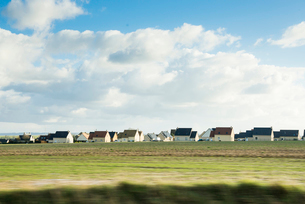 ノルマンディー地方の新しい家並みの写真素材 [FYI01709478]