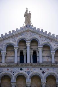 ピサのドゥオーモの最上層の写真素材 [FYI01709512]