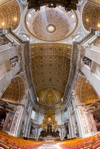 サン・ピエトロ大聖堂内部の写真素材 [FYI01709600]