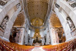 サン・ピエトロ大聖堂内部の写真素材 [FYI01709624]