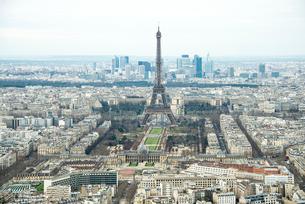 モンパルナスタワーから見るパリの街並とエッフェル塔の写真素材 [FYI01709709]