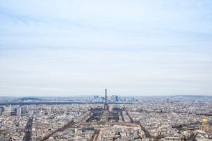 モンパルナスタワーから見るパリの街並とエッフェル塔の写真素材 [FYI01709757]
