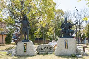 桶狭間古戦場公園にある織田信長と今川義元の像の写真素材 [FYI01709845]