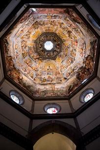 ドゥオモのクーポラの天井画の写真素材 [FYI01709861]