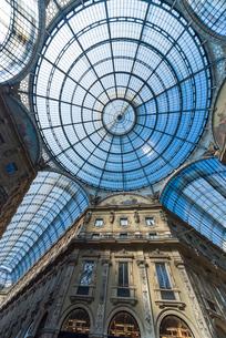 ヴィットリオ・エマヌエーレ2世ガレリアのガラス天井の写真素材 [FYI01709893]