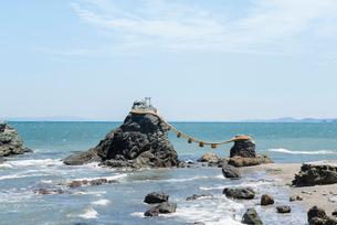 二見浦の夫婦岩の写真素材 [FYI01709989]