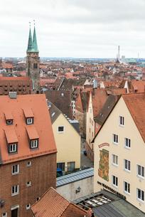 カイザーブルクより見るニュルンベルク旧市街の写真素材 [FYI01710016]