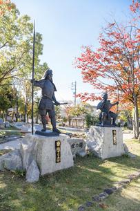 桶狭間古戦場公園にある織田信長と今川義元の像の写真素材 [FYI01710025]