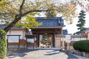 桶狭間の戦いで今川勢に酒食を振る舞ったとされる長福寺の写真素材 [FYI01710094]