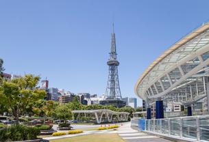 オアシス21越しに見る名古屋テレビ塔の写真素材 [FYI01710104]