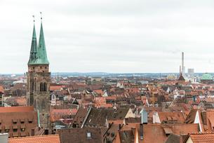 カイザーブルクより見るニュルンベルク旧市街の写真素材 [FYI01710195]
