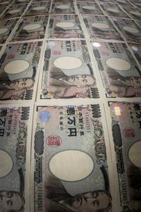 一面に並べられた1万円札の写真素材 [FYI01710285]