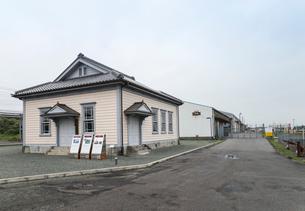 三池港の旧長崎税関三池税関支署のある風景の写真素材 [FYI01710304]