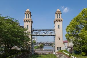 中川運河側から見る松重閘門の写真素材 [FYI01710319]