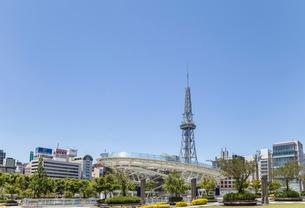 オアシス21越しに見る名古屋テレビ塔の写真素材 [FYI01710320]