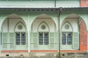 宝亀教会のコロニアル風テラスの写真素材 [FYI01710552]
