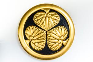 金色の葵の御紋の写真素材 [FYI01710601]