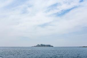 遠く軍艦島を望むの写真素材 [FYI01710623]