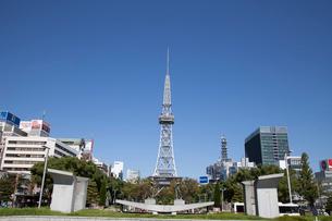 久屋大通公園に立つ名古屋テレビ塔の写真素材 [FYI01710666]