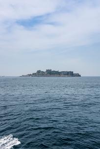 遠く軍艦島を望むの写真素材 [FYI01710713]