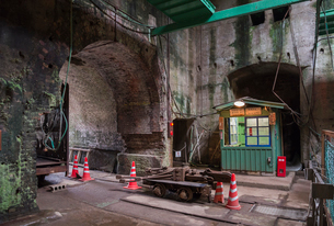 三池炭鉱万田坑の第二竪坑櫓屋内部の写真素材 [FYI01710748]