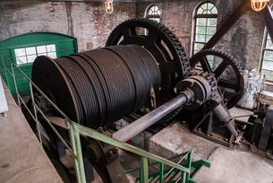 三池炭鉱万田坑の第二竪坑巻揚機室の写真素材 [FYI01710752]