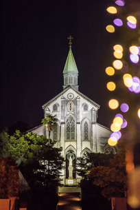 ライトアップされた大浦天主堂の写真素材 [FYI01710755]