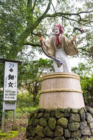 天岩戸神社東本宮の天鈿女命像の写真素材 [FYI01710770]